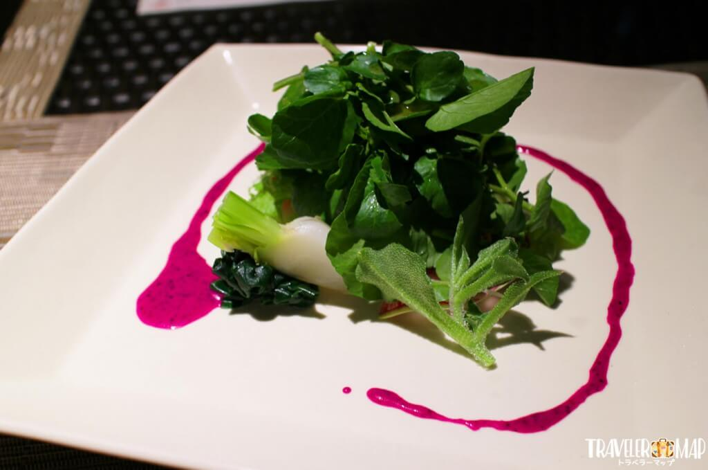 季節の野菜サラダ~ドラゴンフルーツドレッシング