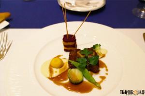 2つ目「和牛のステーキ マデラソース」