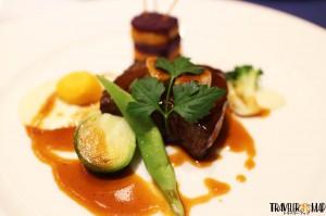 2つ目「和牛のステーキ マデラソース」1