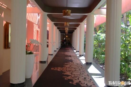 ピンクパレスの通路