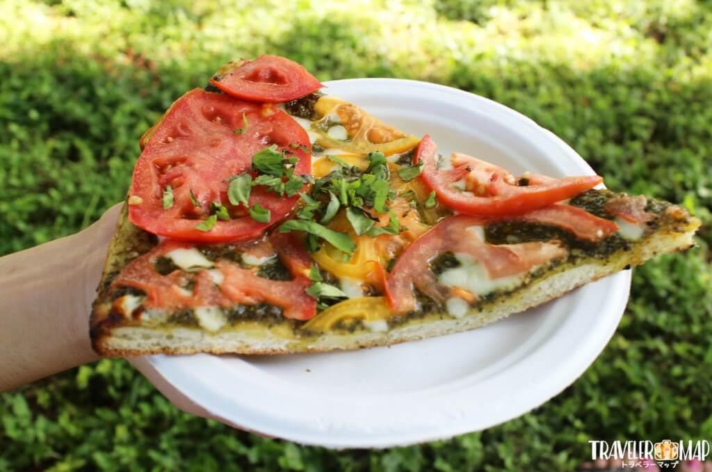 フレッシュトマト&モッツァレアの焼き立てピザ
