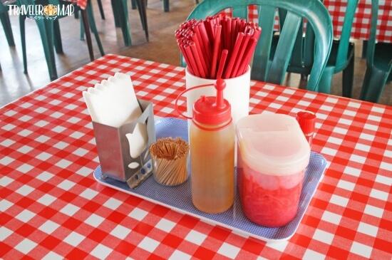 テーブルの上の調味料