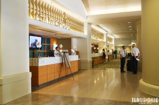 アラモアナホテルのフロント