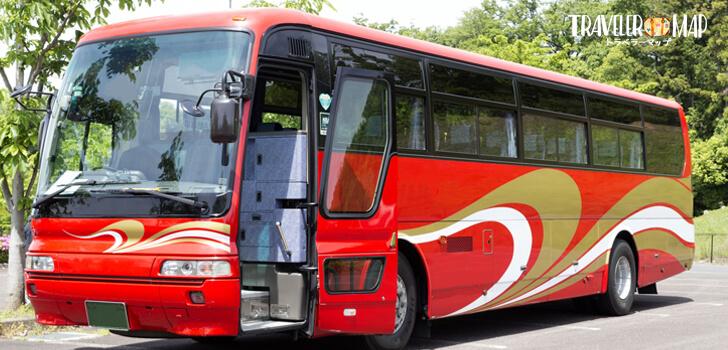 赤い観光バス